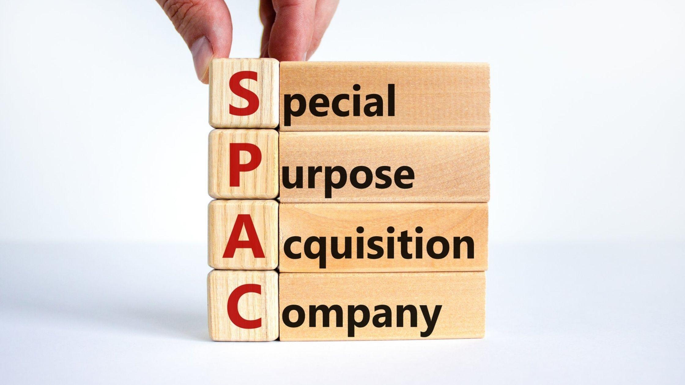 Jogo de letras formando a palavra SPACs